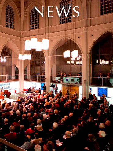 News link button. Photo shows painting exhibit and audience inside the Amstelkerk in Amsterdam.